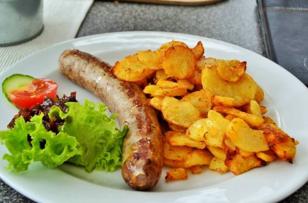 Bratwurst and potatoes in Traben-Trarbach! German food will always have a special place in my heart.