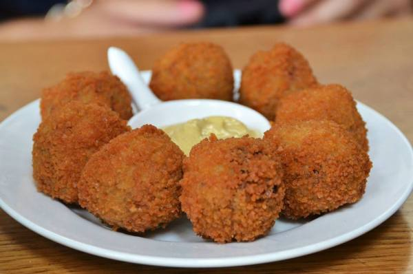 Bitteballen: Dutch fried meat!